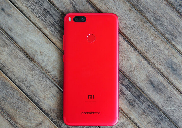 Xiaomi Mi A1 выглядит абсолютно ошеломляющим в красном